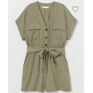 🌟New🌟 H&M khaki green romper size 0